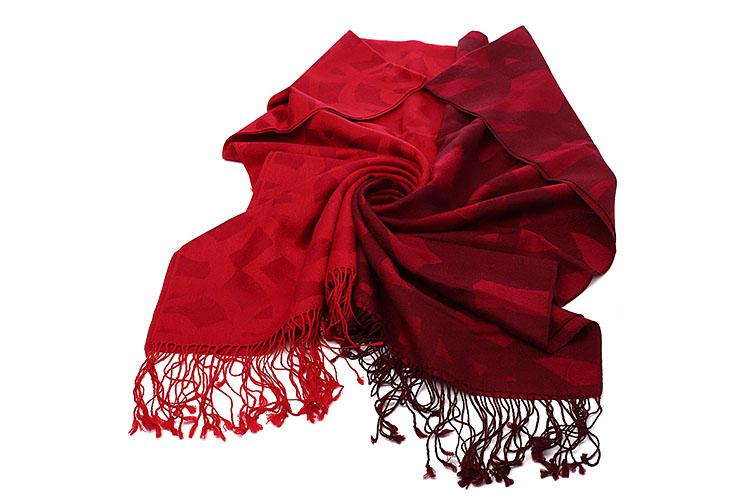 这款柔软奢华的羊毛围巾色彩和花纹都尽显俏皮