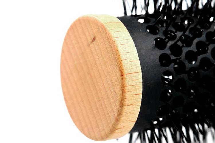 一直以来, kent肯特手工制作并手绘各式梳子, 选取优质的柔韧性天然