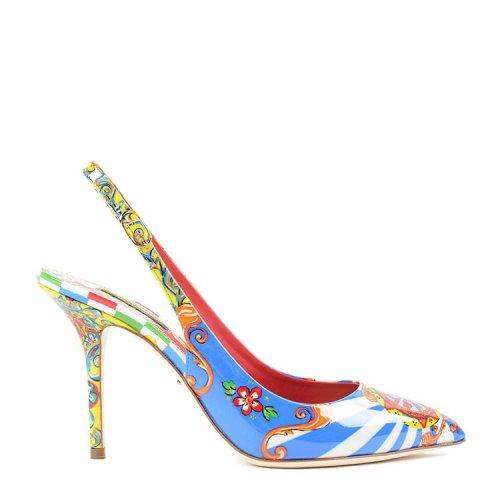 鞋面具有丰富植物花朵图案印花的女士羊羔皮高跟鞋,设计独特,款式