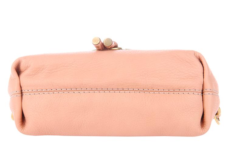 肉粉色包包搭配服装图片