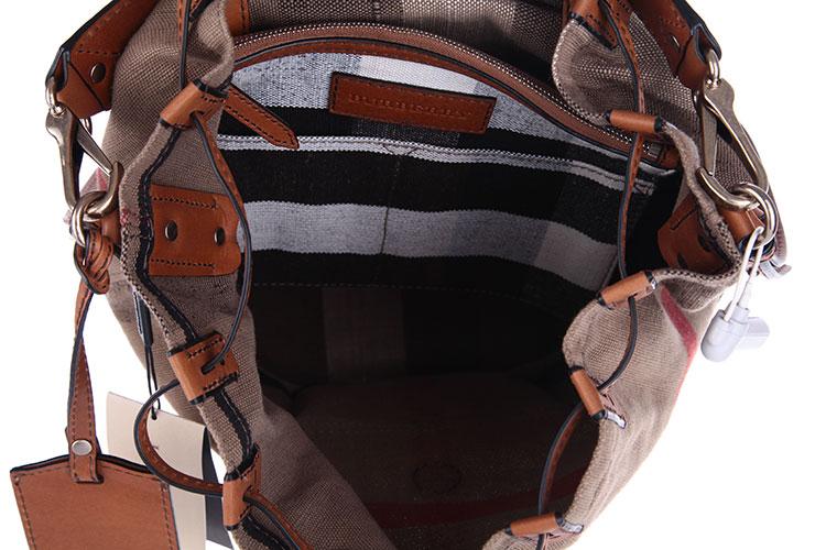 经典格纹帆布橘色配皮水桶包