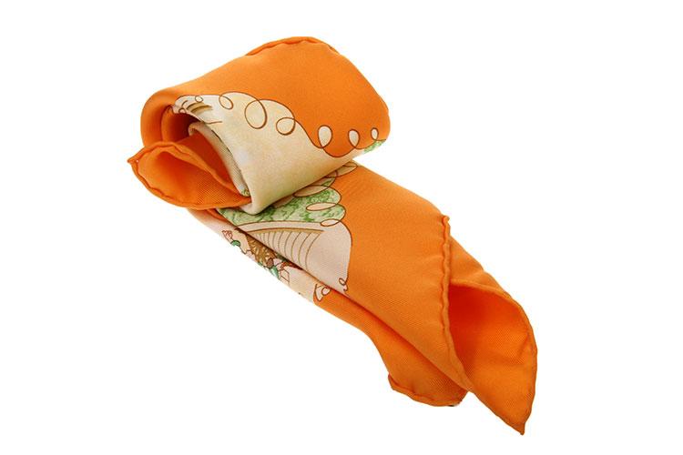 橘色系人物图案丝巾