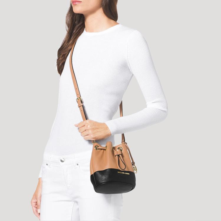 mj绳模陈沫-Michael Kors 迈克 科尔斯 时尚抽绳式单肩包1148870 浅咖啡色品牌