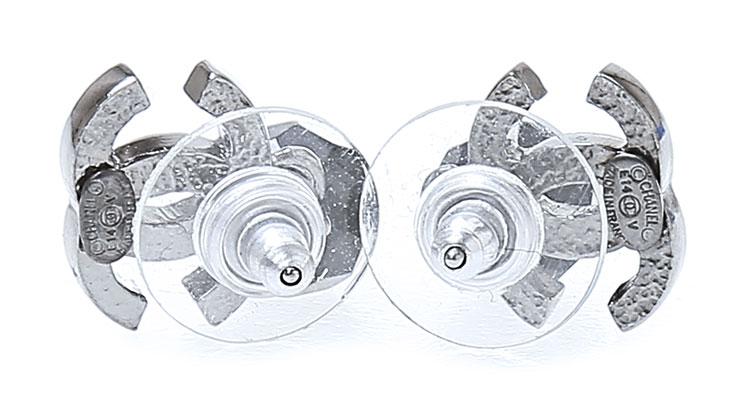 chanel(香奈儿) 银灰色双c logo 黑色吊坠耳环图片