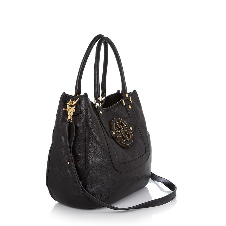 特有的大号双色调品牌标志为这款包赋予了更加优雅的意义
