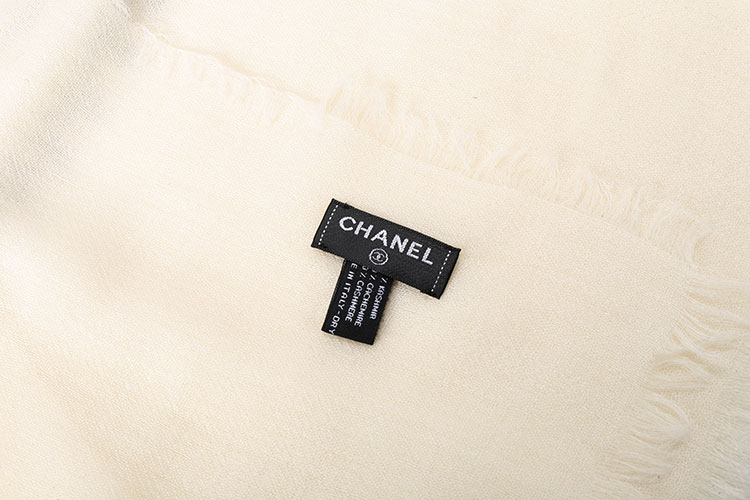 chanel(香奈儿) 白底黑点羊绒围巾
