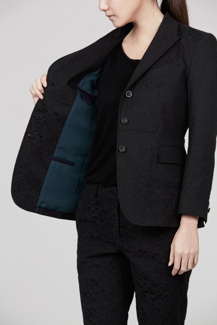女士黑色西装外套