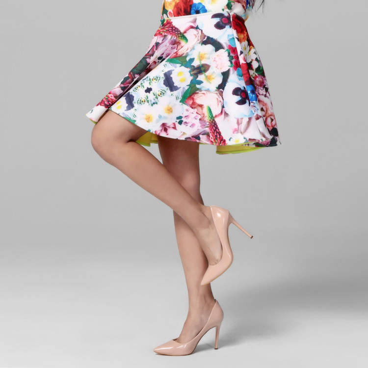 花色半裙的搭配图片