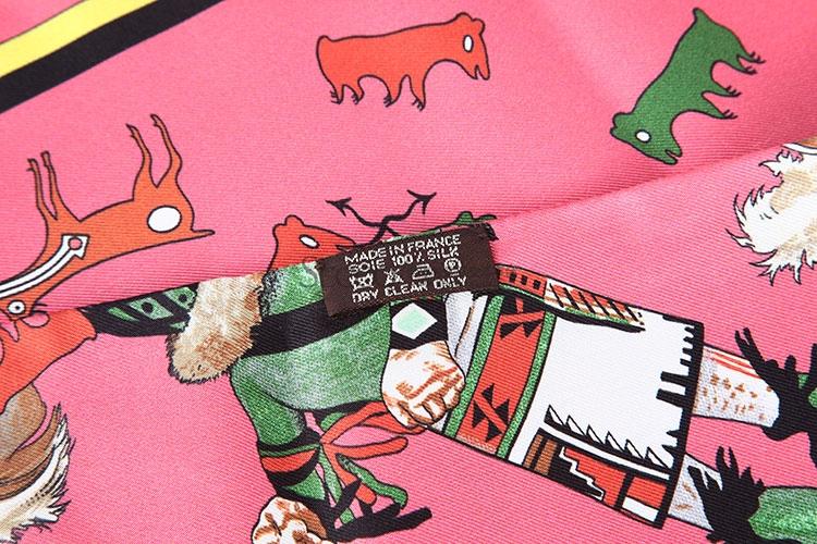 玫粉色动物图案长方形丝巾