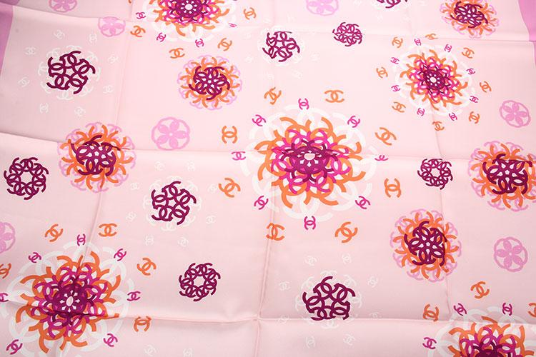 chanel(香奈儿) 粉色系双c印花丝巾90