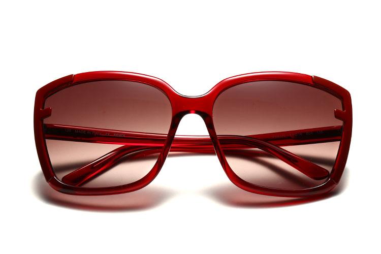 深红色边框太阳眼镜