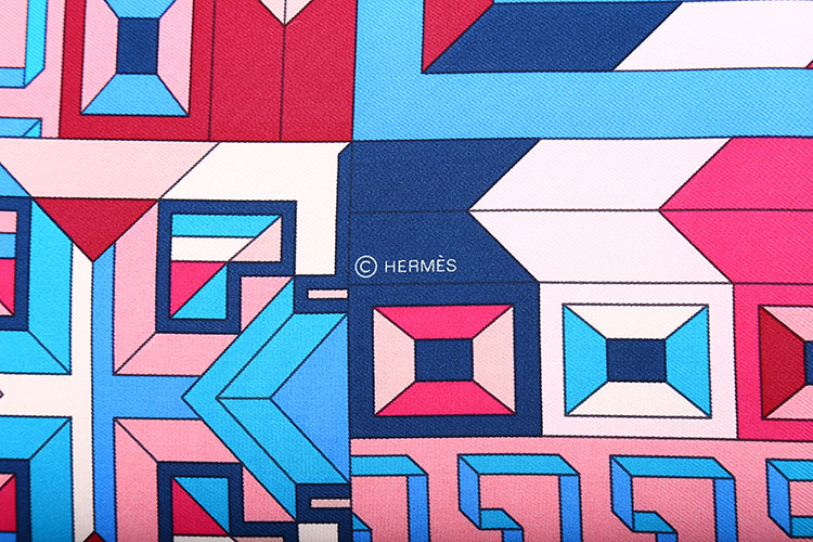 蓝粉色迷宫几何图案印花丝巾90