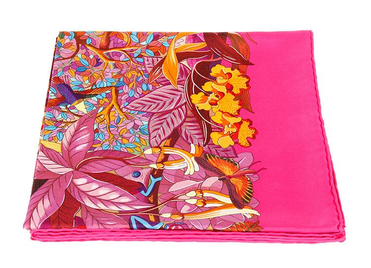 hermes(爱马仕) 枚红色底植物动物图案丝巾90图片