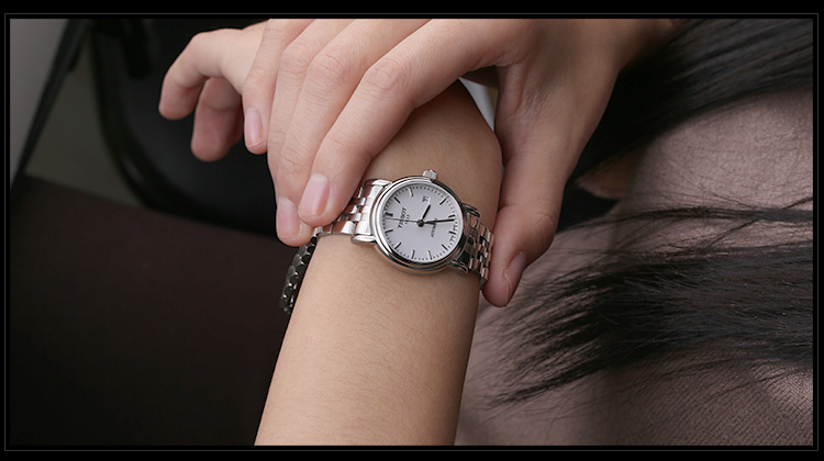 TISSOT于1853年创立于瑞士,一直致力将前沿科技与时尚设计在钟表制作中完美融合。字创始起,TISSOT便一直立足传统进行创新,现已成长为全球销量首位的瑞士传统制表品牌,属于瑞士中档手表之一。它在特殊材料的运用、先进功能的开发和细节设计的追求上不遗余力,性价比却比任何其它瑞士手表品牌都更具吸引力。同时TISSOT也担任世界摩托车锦标赛MotoGP、超级摩托车赛、国际篮球联盟FIBA、澳大利亚橄榄球联盟AFL以及世界自行车、击剑和冰球锦标赛的官方指定计时。