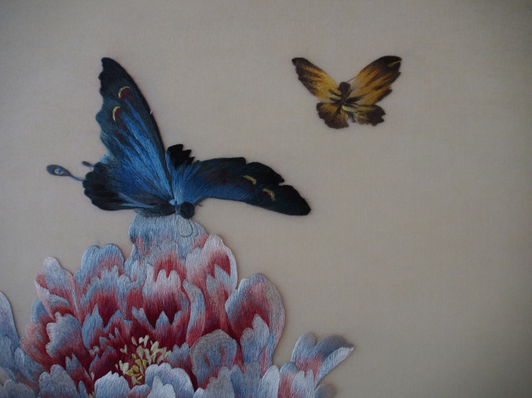 手工【苏绣】《牡丹蝴蝶》朱寿珍刺绣工作室出品